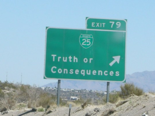 A green highway sign for interstate 25 pointing to exit 79, to Truth or Consequenses.